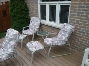 2 Patio Chairs w/ Cushions, Table and 2 Cushioned Footrests