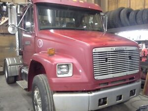 1999 Freightliner FL70 Day Cab tractor truck Good Cond !