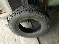 1 PNEU / 1 ALL SEASON TIRE 235/75/16 FIRESTONE DESTINATION A/T