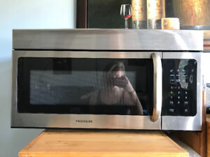 BRAND NEW UNUSED MICROWAVE- ONLY $100!