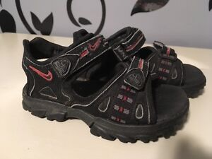 NIKE Boy's Size 6 Stappy Sandals - Good condition!
