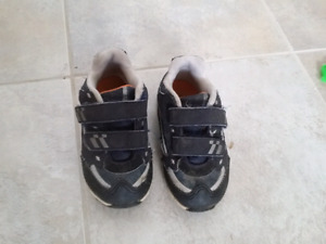 Boy's shoes size 8