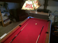 DEAL URGENT  Table de Billard Pool 300$!!  4  x 8 + LAMPE VINTAG
