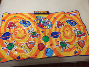 Musical dance pad for toddlers