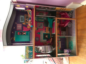 Quality doll house