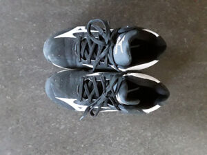 Kids Mizuno Baseball cleats size 2