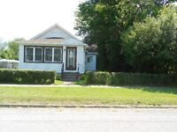 LARGE BUNGALOW ON QUIET STREET IN FORT ERIE