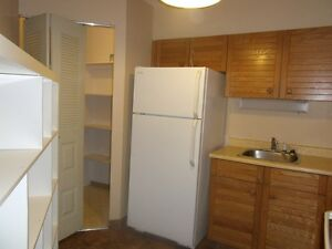2 BDRM 2 ENSUITE BATHS-SASK. DRIVE HIGH RISE-$220,000