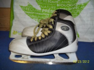 Junior Goalie Skates Size 5 1/2 (CCM Tacks 652)