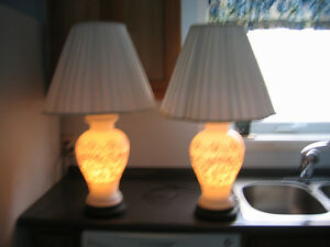 Porcelaine antique 3 way lamps Cornwall Ontario image 2