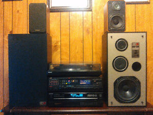 STEREO WITH TURNTABLE AND CD PLAYER