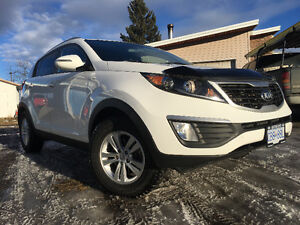 2013 Kia Sportage AWD/remote start/summer/winters both on rims