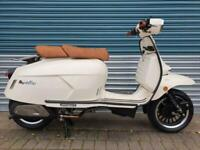ROYAL ALLOY GP300 METAL BODY IVORY BRAND NEW CLASSIC RETRO STYLE SCOOTER