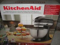 Brand new Kitchen Aid Classic 4.5 Quart (4.3L) Tilt Head Stand