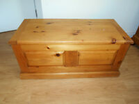 SOLID PINE BLANKET CHEST / GREAT AS COFFEE TABLE WITH STORAGE