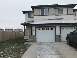 Available free internet & cable Half Duplex in Fort Saskatchewa
