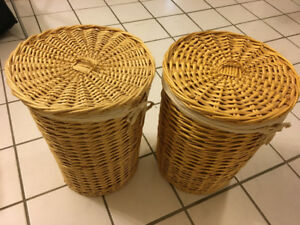 Set of 2 small wicker laundry baskets with liners and lids