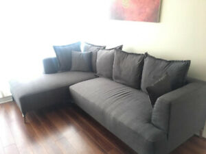 Structube Sectional Sofa in Excellent Condition