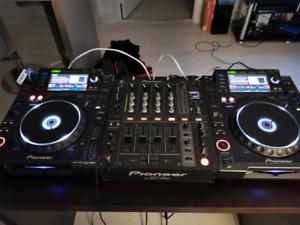 2 x Pioneer CDJ 2000 (Pair)