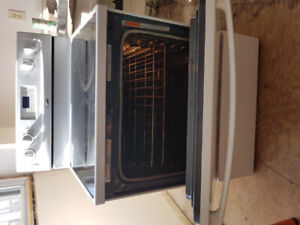 Whirlpool Electric white stove Accubake with glass cook top