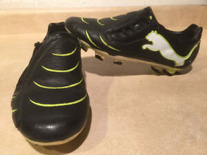 Kids Puma Outdoor Soccer Cleats Size 7 London Ontario image 1