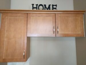 Maple kitchen cabinets with tops