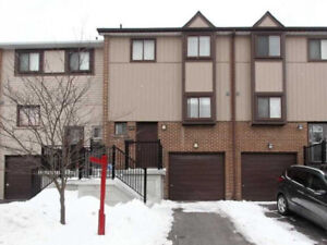 Beautiful 3Br 2Wr Condo TH Fenced Backyard 164 Moregate Cres
