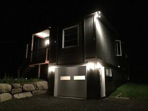 Maison neuve contemporaine avec Verranda isolée et Garage