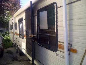 1983 Glendale 33' for repair comes with ownership