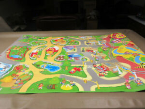 FISHER PRICE LITTLE PEOPLE WHEELIES PLAY MAT$20.00
