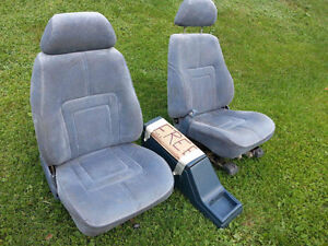 2 seats plus console Ford Crown Victoria