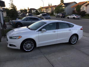 2014 Ford Fusion SE, Navi, Leather, Back up cam, Heated seats