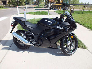 Black Kawasaki Ninja 250-R  Best on Kiji