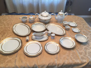 Ensemble de set de vaisselle de 134 pièces