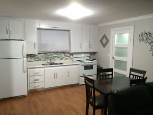 Renovated Westend House Rental - 562 Cooper Street