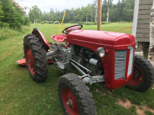 Antique Ferguson Tractor (1950s)