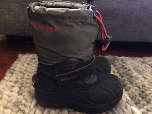 Boys winter boots size 11 Columbia like new