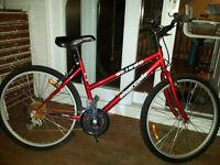 Vélo Supercycle SC1800, 18 vitesses, rouge.