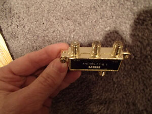 RCA CVH48 - 3-Way Splitter - To connect 3 separate TV's or VCR's Sarnia Sarnia Area image 3