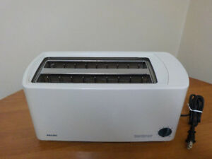 WHITE PHILIPS 4 SLICE TOASTER / TOASTSENSOR SUPER WIDE SLOTS