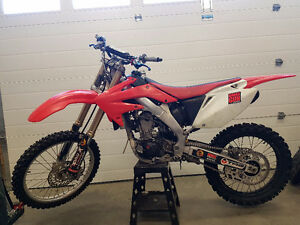 2005 CRF250R for sale as dirtbike or rolling chasis