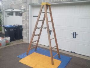 "Sturdy "" Compact ""WOOD LADDER"" *"
