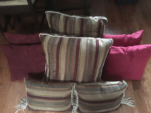 Accent pillows, 6, 4 matching, 4 in 2 shades of red, go together