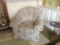 2x 1 seater armchair & 2 seater vintage couch
