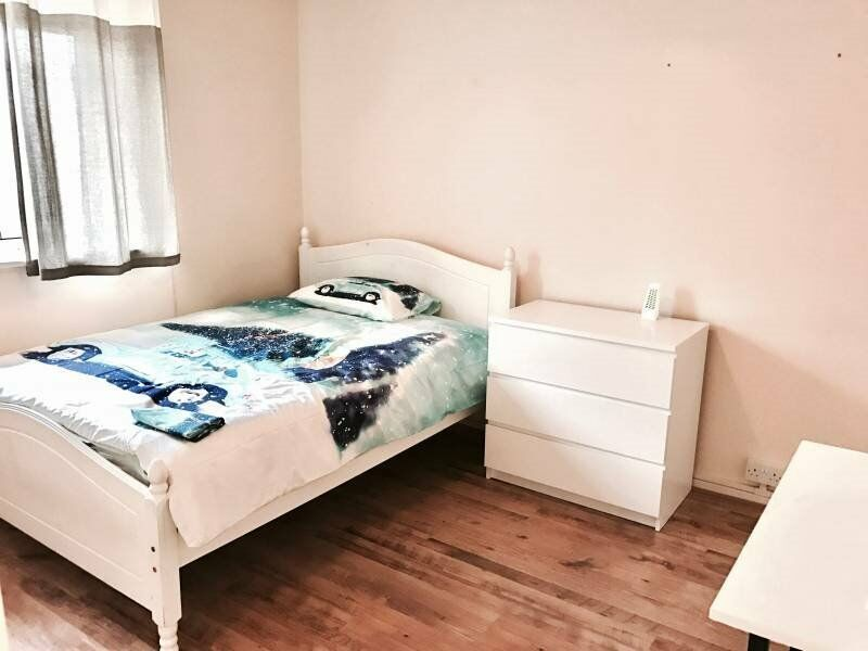 A great room is available in Stratford!