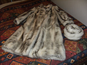 Manteau de fourrure synthétique avec chapeau