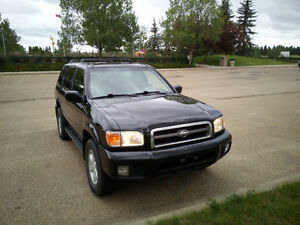 2001 Nissan Pathfinder LE 4x4, LOADED!