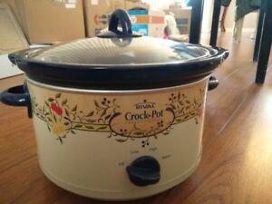 "9.5"" crock pot (slow cook)-good condition"