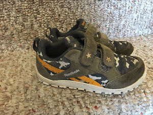 Reebok Disney Planes dusty running shoes toddler size 8,5