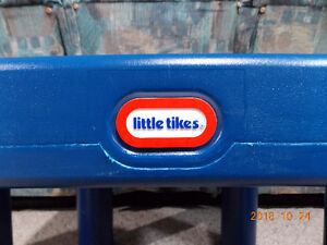 LITTLE TYKES TABLE AND 2 CHAIRS Cambridge Kitchener Area image 3